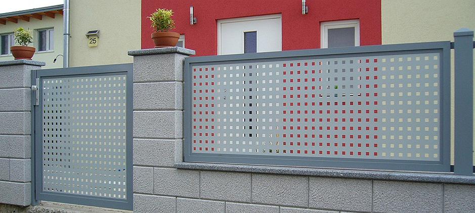 Bei Diesem Aluminium Zaun Ergibt Sich Ein Moderner Muster