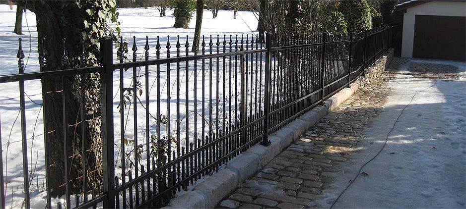 Schmiedeeisen staketen zaun mit spitzen und gerade linien - Zaun schmiedeeisen ...